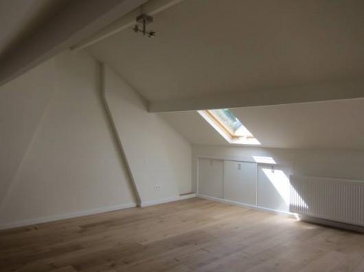 Zolder woonhuis met schuifkasten