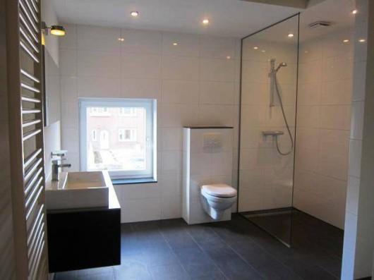 Badkamer appartement met inloopdouche