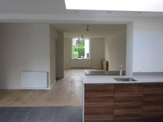Woonkamer woonhuis nieuwe situatie vanuit open keuken